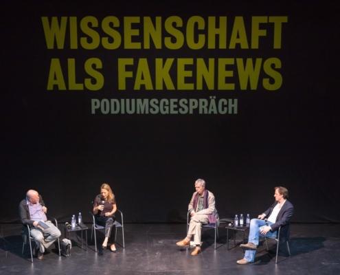 Frank Raddatz, Antje Boetius, Hans-Jörg Rheinberger und Moderator Andreas Kosmider (von links nach rechts). Bild: Moritz Haase